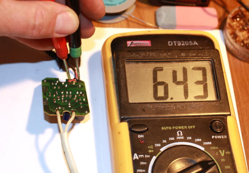 Nokia AC-3E измерение напряжения